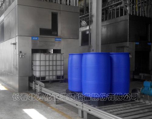 兼容200L托盘四桶/IBC桶视觉寻址机器人灌装线