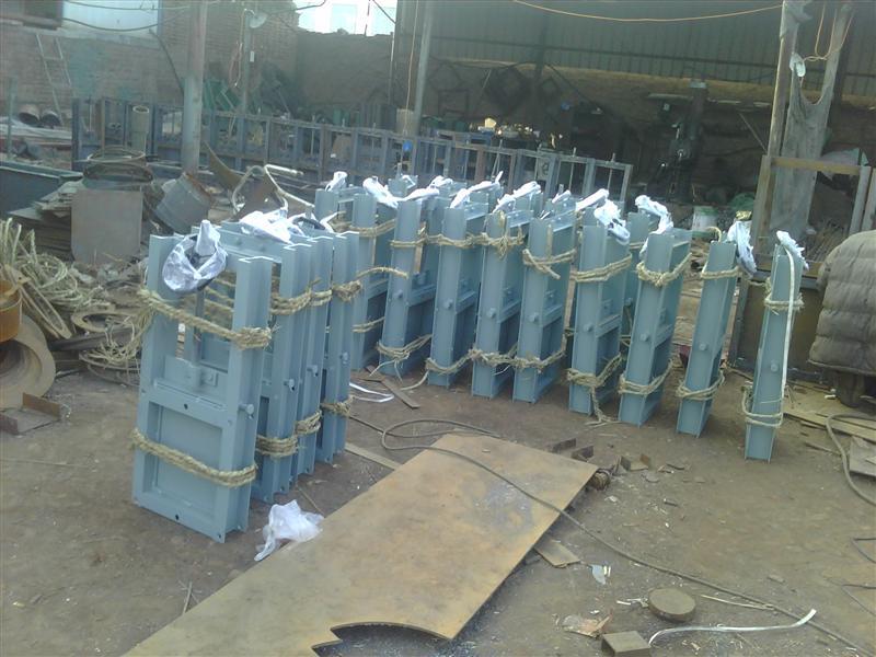 铸钢法兰闸阀高温蒸汽DN15-800气动/电液动插板阀性能对比
