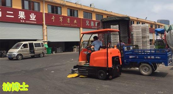 电动驾驶式扫地车