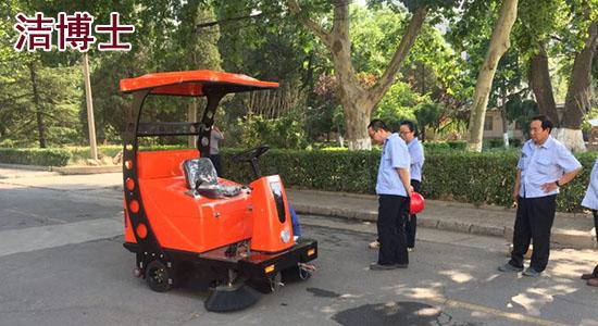 工业用驾驶扫地车