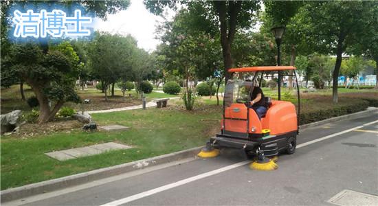 物业清扫的驾驶扫地车