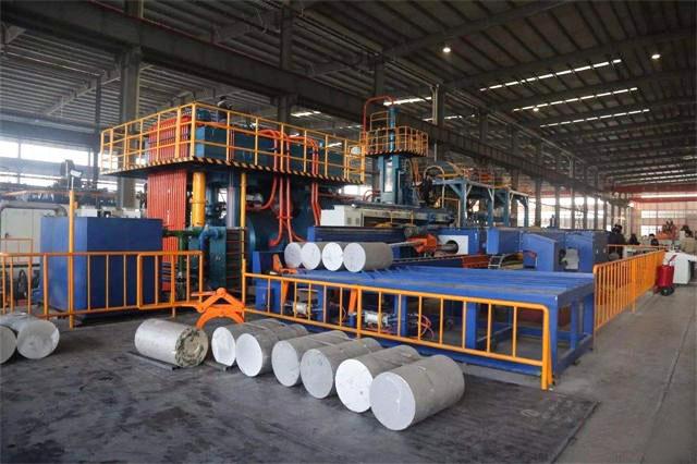 半自动铝型材挤压机升级全自动挤压生产线
