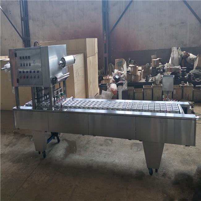 吕工牌一出四盒装月饼封口机 塑料托盒自动封口机厂家
