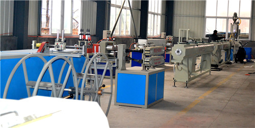 山東PE排水管生產設備廠家
