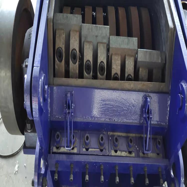 夹铁塑钢型材破碎机 铁塑分离粉碎机